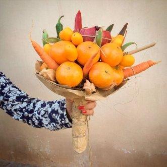 Букет с морковью, апельсинами и гранатом